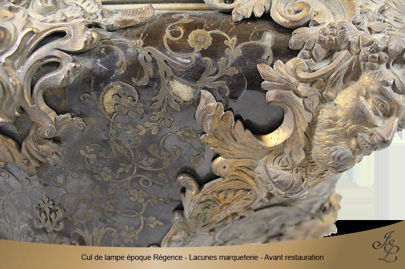 02-Cul de lampe époque Régence - Lacunes marqueterie - Avant restauration