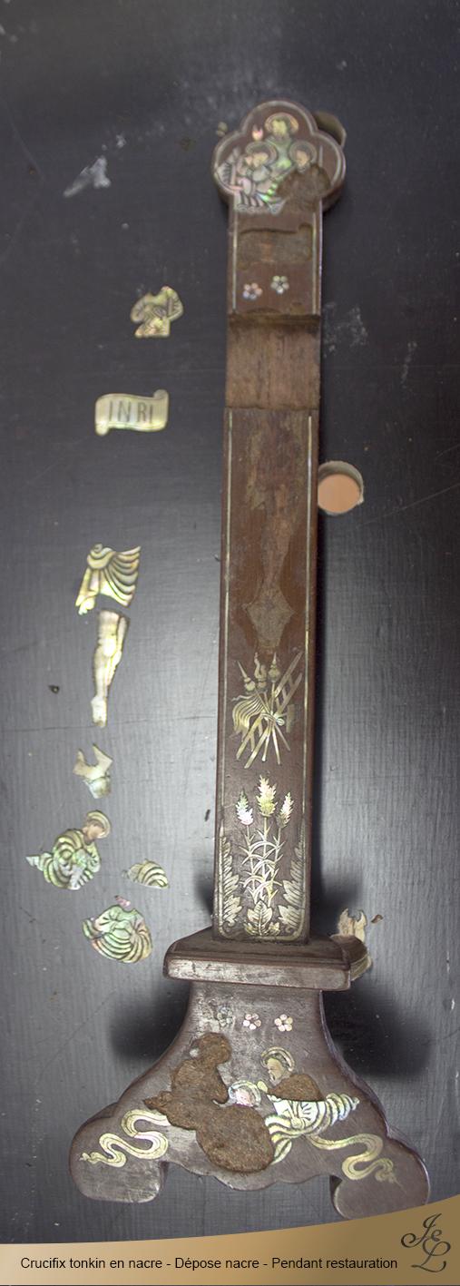 04-Crucifix tonkin en nacre dépose marqueterie pendant restauration