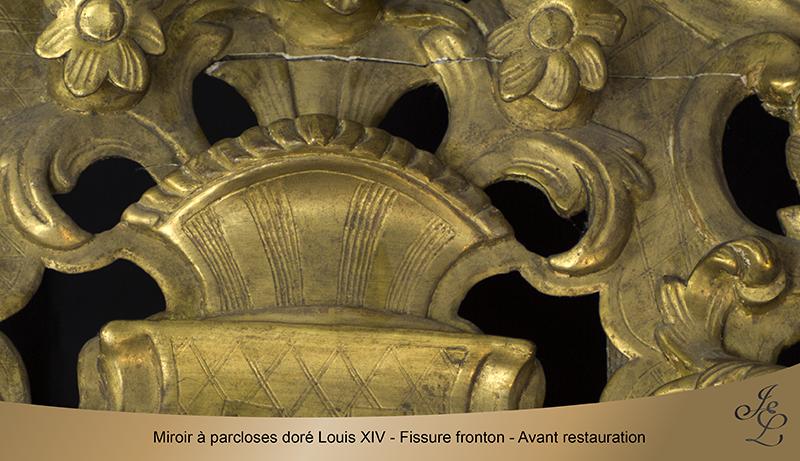 05-Miroir à parcloses doré Louis XIV - Fissure fronton - Avant restauration