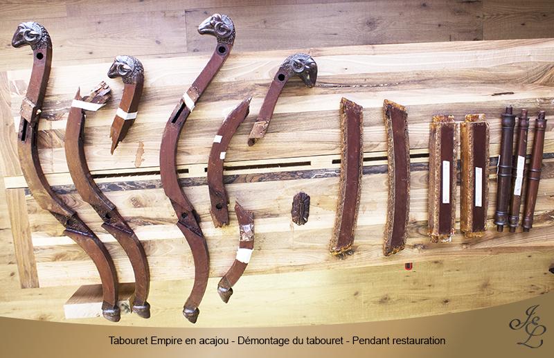 05 - Tabouret Empire en acajou - Démontage - Pendant restauration