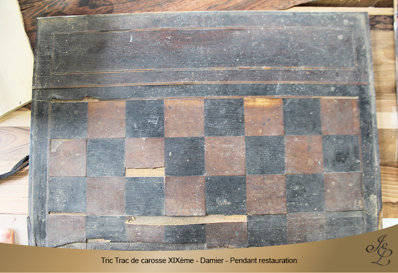 06-Tric Trac de carosse damier pendant restauration