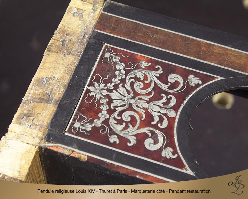 08-Pendule religieuse Louis XIV - Thuret à Paris - Marqueterie côté - Pendant restauration