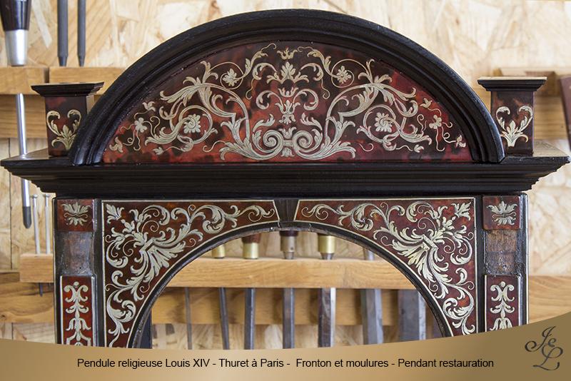 15-Pendule religieuse Louis XIV - Thuret à Paris - Fronton et moulures - Pendant restauration