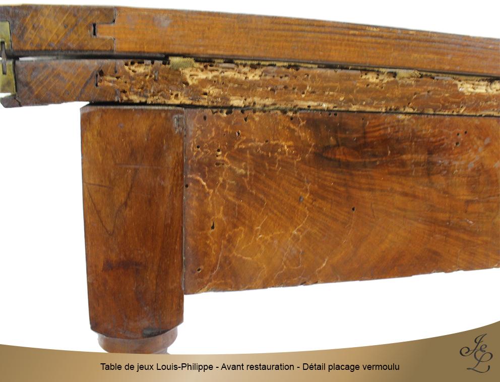 Table de jeux Louis-Philippe - Avant restauration - Détail placage vermoulu