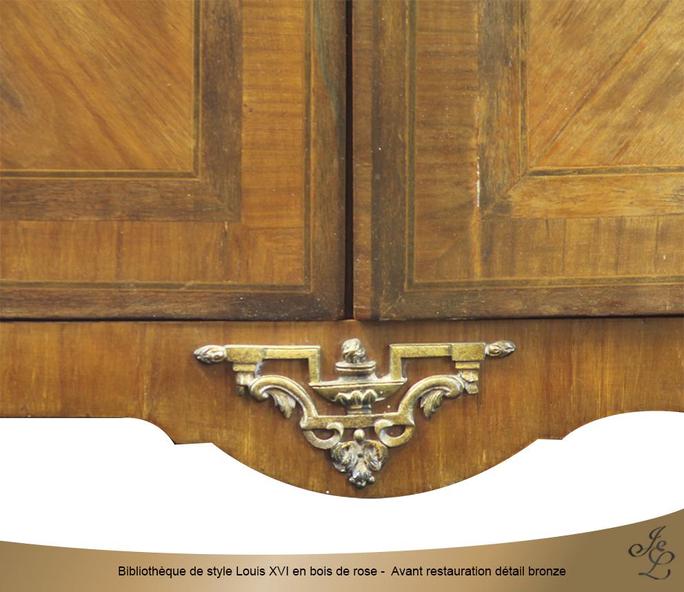Bibliothèque de style Louis XVI en bois de rose - Avant restauration détail bronze