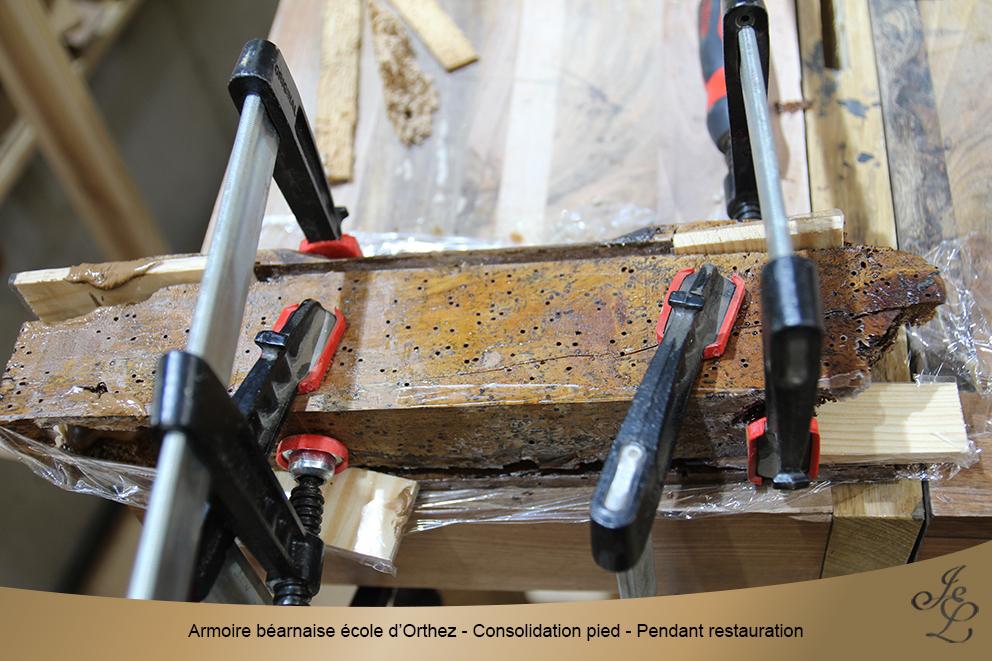 Armoire béarnaise école d'Orthez - Consolidation pied - Pendant restauration