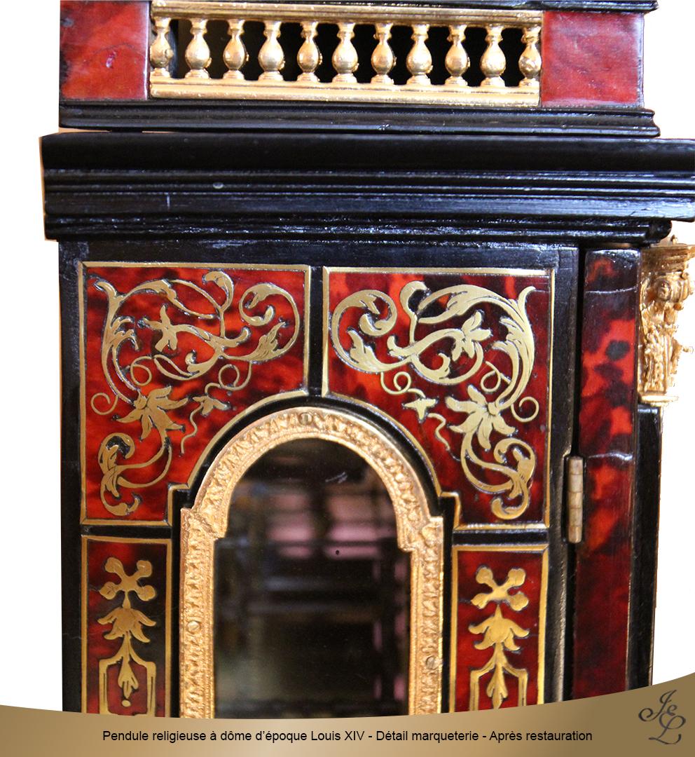 Pendule religieuse à dôme d'époque Louis XIV - Détail marqueterie - Après restauration