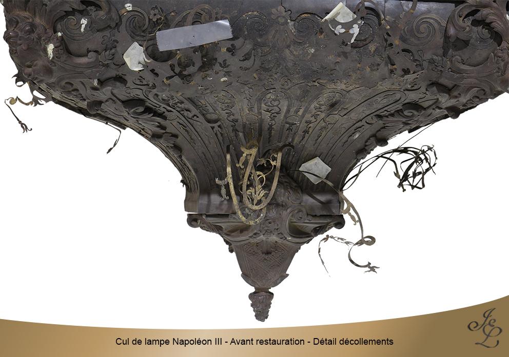 Cul de lampe Napoléon III - Avant restauration - Détail décollements