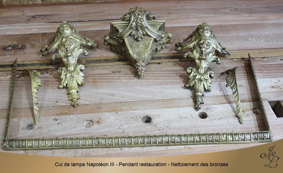 Cul de lampe Napoléon III - Pendant restauration - Nettoiement des bronzes