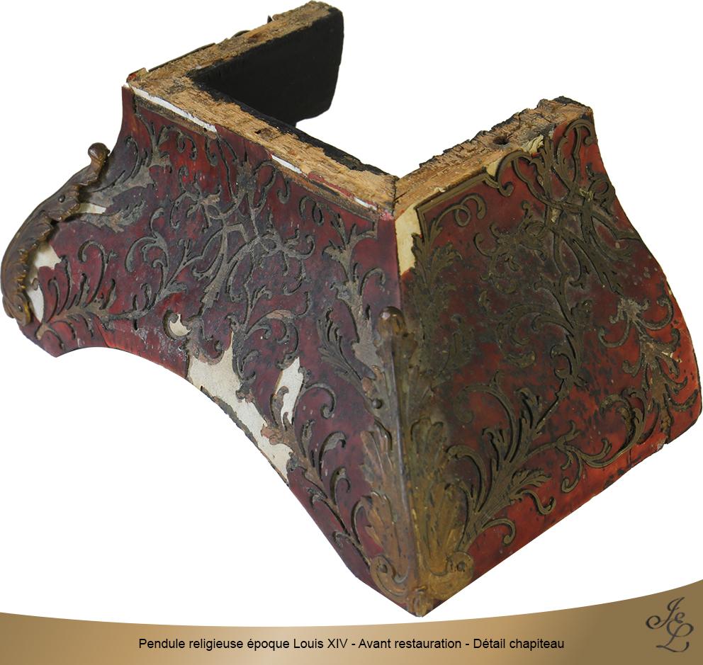 Pendule religieuse époque Louis XIV - Avant restauration - Détail chapiteau