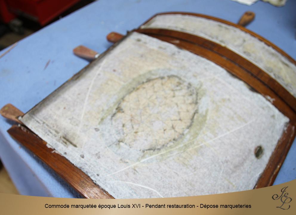 Commode marquetée époque Louis XVI - Pendant restauration - Dépose marqueteries 3